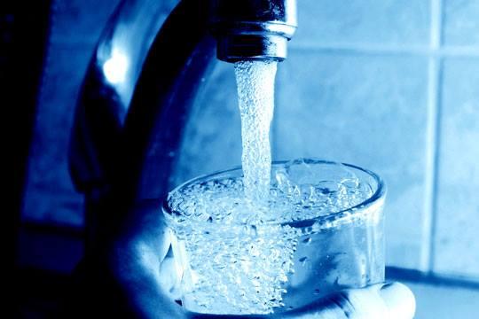 vaso de agua con cloro